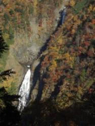 初冬の立山と紅葉の称名滝です。