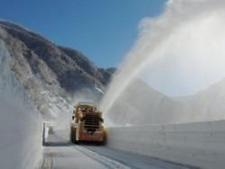 立山黒部アルペンルートの除雪を開始しました!